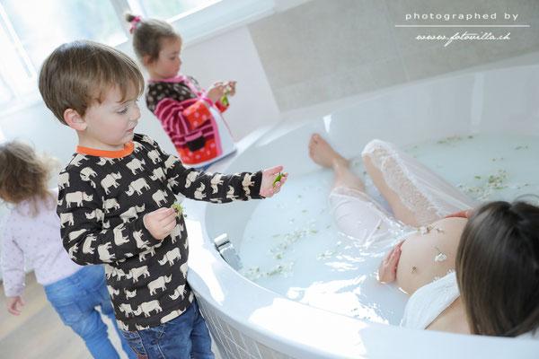 Babybauch Milchbad Foto Shooting Home Bern Makingof