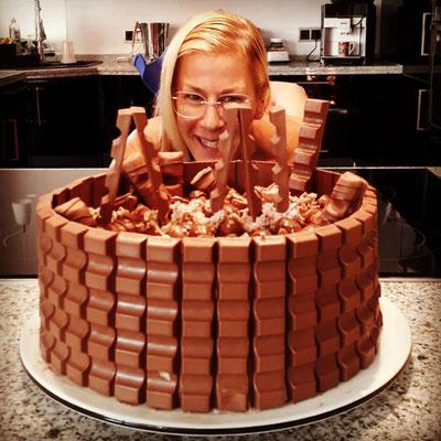 Antje Diller-Wolff ist begeistert von dieser Riesen-Schokoladentorte