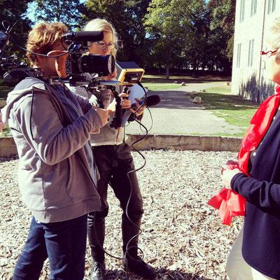 Antje Diller-Wolff dreht mit Kameramann für den Deutschen Paritätischen Wohlfahrtsverband