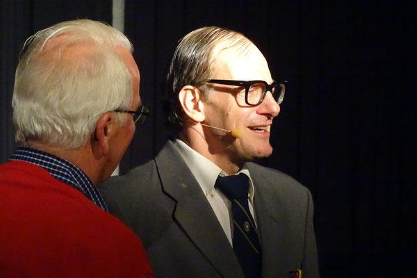 """Chin Meyer als Steuerfahnder """"Siegmund von Treiber"""""""