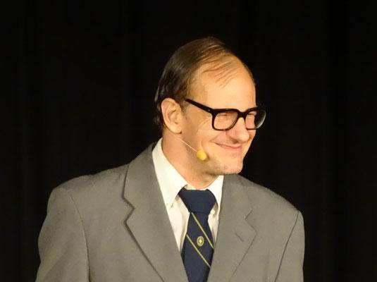 Chin Meyer als Steuerfahnder