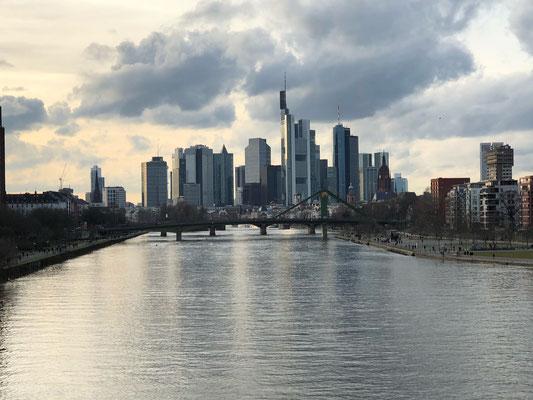 ein immer wieder schöner Blick auf die Skyline von Frankfurt