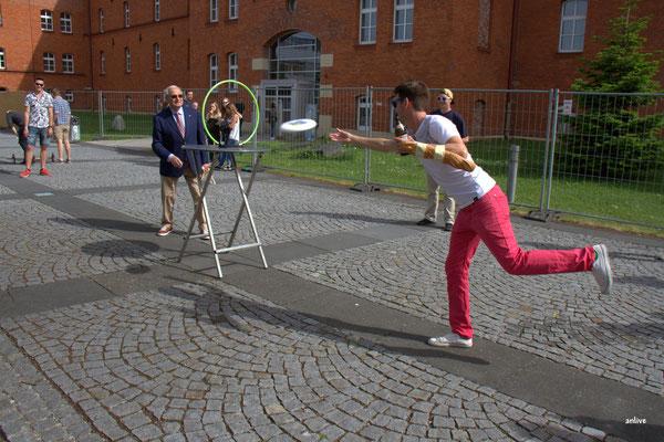 Friedrich Hilterhaus, sportlich wie immer und für die Jugend ein offenes Ohr !