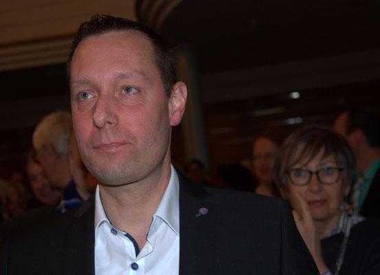 Bezirkstagspräsident, Armin Kroder