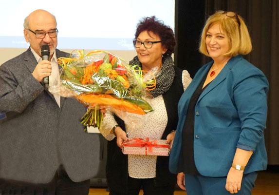 Für die Bürgermeisterkandidatin Sylvia Bogenreuther, ein Blumenstrauß