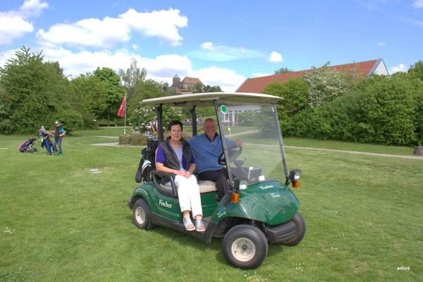 Claudia und Dietmar Fischer und seit 28 Jahren ist Herr Fischer Präsident vom Golfclub Ansbach.