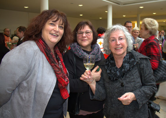 v.l. Sylvia Bogenreuther, Roswitha Berger, beide SonnenZeit, Freiwilligenagentur, Hilde Renz
