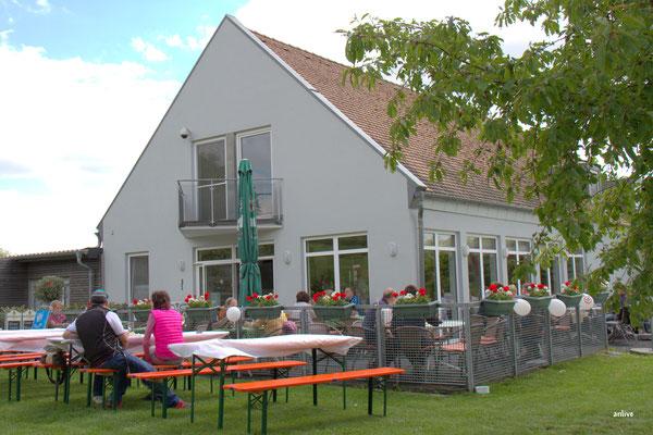 Golfclub Vereinsheim, mit öffentlichem Restaurant.
