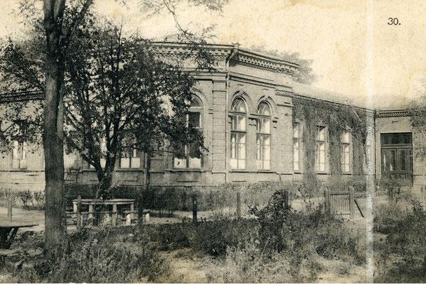 Місто Олександрівськ. Єврейська лікарня. Зараз будівля 1-ї міської лікарні.