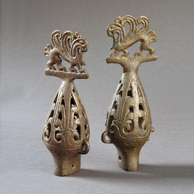 Бронзове грушоподібне навершя з фігуркою крилатого орлиноголового грифона. Чмирева Могила