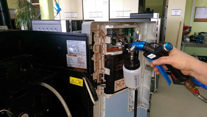 Kaffeautomaten reinigen