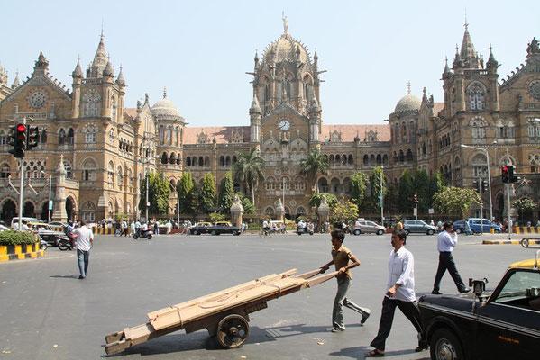 Bombay - Victoria station