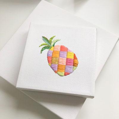 「パイナップル」10×10cm、刺繍