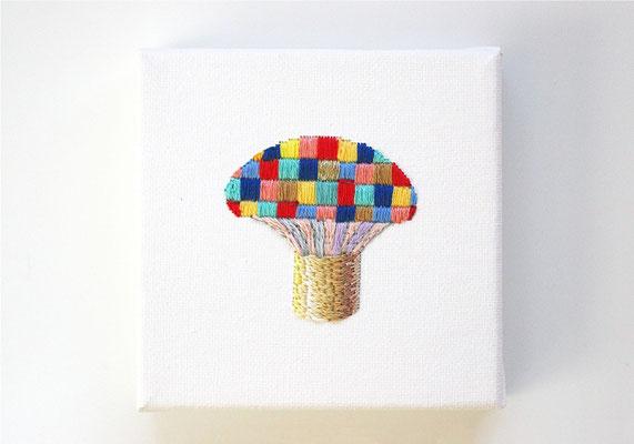 「キノコ」10×10cm、刺繍