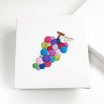 「ぶどう」10×10cm、刺繍