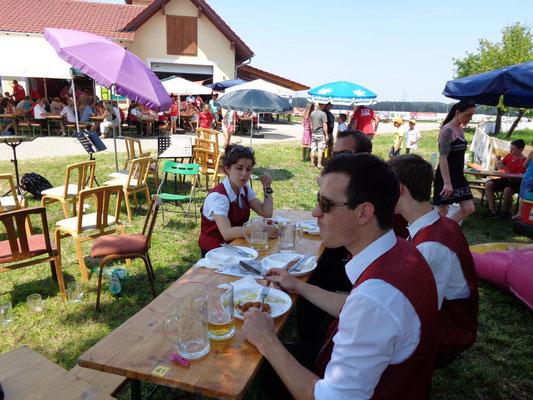 Mahlzeit - MV Christkindl beim Dorffest in Schwaming - Juli 2015