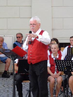 MV Christkindl - Schlosskonzert 2015 - Dirigent und Moderator: Karl Heinz Heimberger