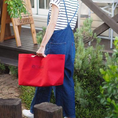 赤色の帆布エコバッグ