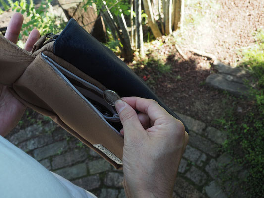 小銭が取り出しやすいバッグです