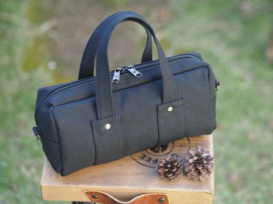 黒のシンプルバッグ