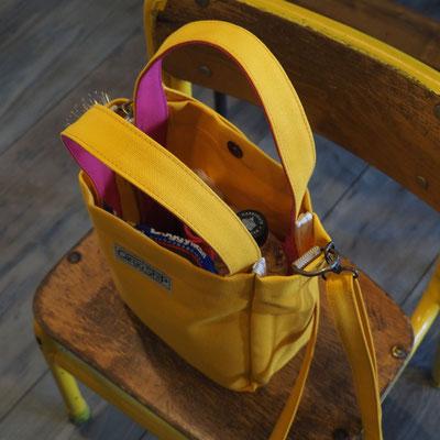 黄色のドッグバッグ