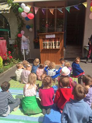 Einweihung eines Kinderkleiderladens