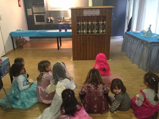 Kinderunterhaltung in Gemeinschaftsraum