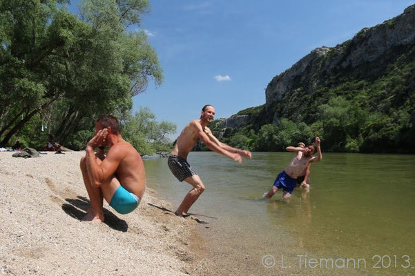Nestos river synchronised international beach routine.  © Laura Tiemann
