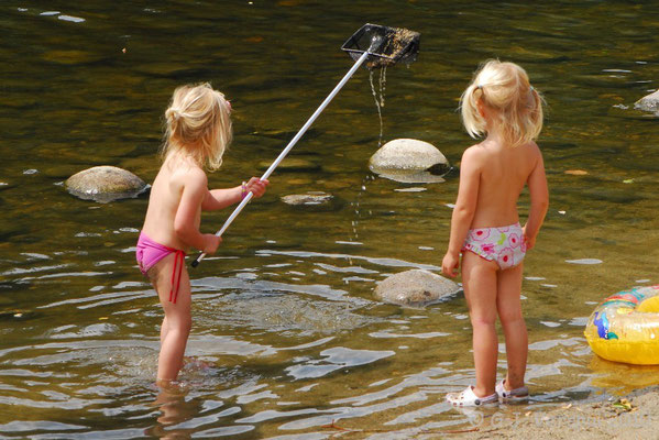 The girls catching fish..