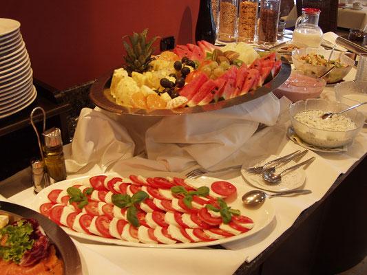 Mittag essen in der Region Hambühren, Wietze und WInsen Aller. Für Gruppen buchen Sie unser Mittagsbuffet