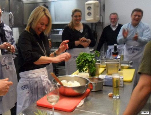 Kochen als Weihnachtsfeier - Damit bekommt Ihr alle Mitarbeiter