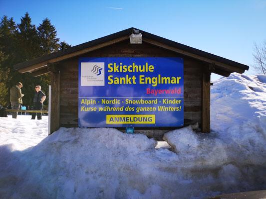 Skischule direkt vor dem Haus