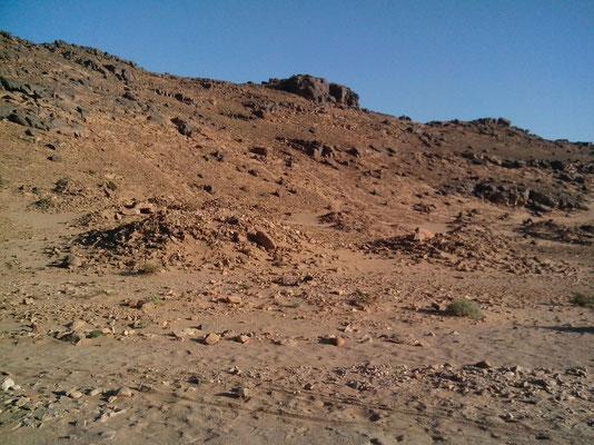Sahara Salvaje. Necróplois de foum Rjam, túmulos
