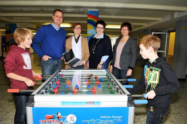 Förderverein sponsort einen ZWEITEN Tisch-Kicker