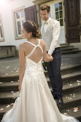 Hochzeitskleid Standesamtkleid mit Schleppe und Trägern