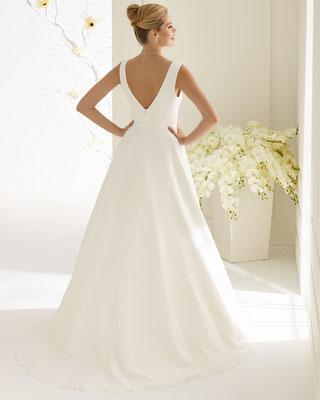 schlichtes A-Linie Brautkleid aus Chiffon mit Schleppe hinten