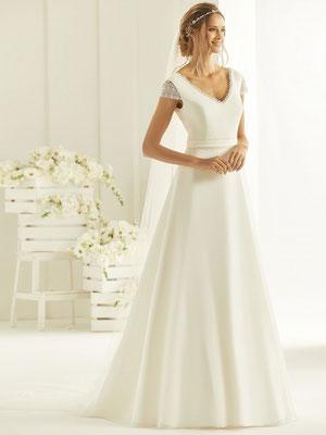 Brautkleid schlicht mit Ärmchen vorne