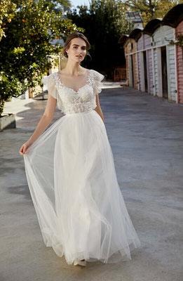Vintage Brautkleid mit kleinen Punkten im Softtüll, Spitze und Volantärmelchen vorne