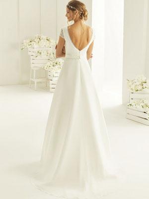 Brautkleid schlicht mit Ärmchen hinten