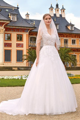 Brautkleid transparent Prinzessin