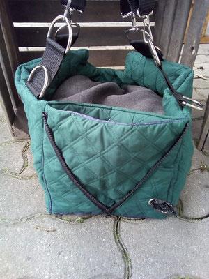 Innenmaße: 40x25 cm, 24 cm hoch, Feature: zum Bett umbaubar und mit Kotbeutelspender, Preis: 119,00 € zzgl. Porto