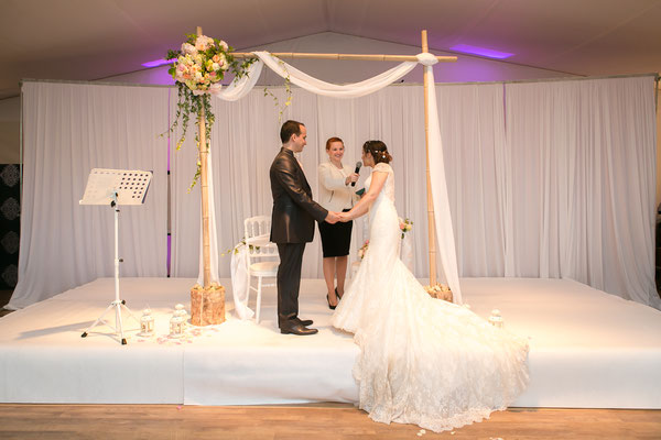 Cérémonie laïque de mariage by Charlotte Vilain/ Crédit photo: instants capturés