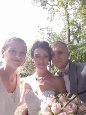 Cérémonie laïque de Mariage by Charlotte Vilain / Le selfie des mariés