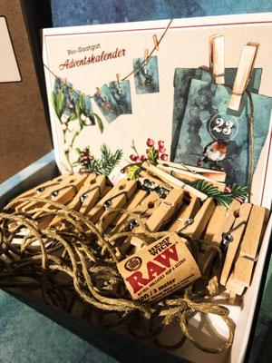 Adventskalender bestehend aus 24 Klammern, 3 Schnur, 2 Nägel und 24 Tüten BioSamen.