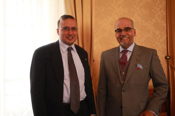 Abdelilah Benarafa, haut fonctionnaire de l'ISESCO et S E Naser al Belooshi, ambassadeur du Bahreïn