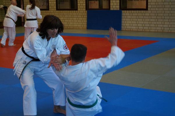JJU NW - Jiu Jitsu - moderne Selbstverteidigung - Siegen durch nachgeben