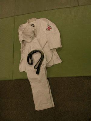 Zubon, Uwagi und Obi bilden den Gi, die Trainingskleidung des Jiu Jitsuka