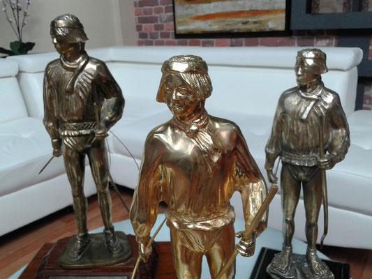 Las bellas estatuas del Premio Teporaca lucieron en grande en el Estudio de cine y televisión de Televisa Chihuahua.