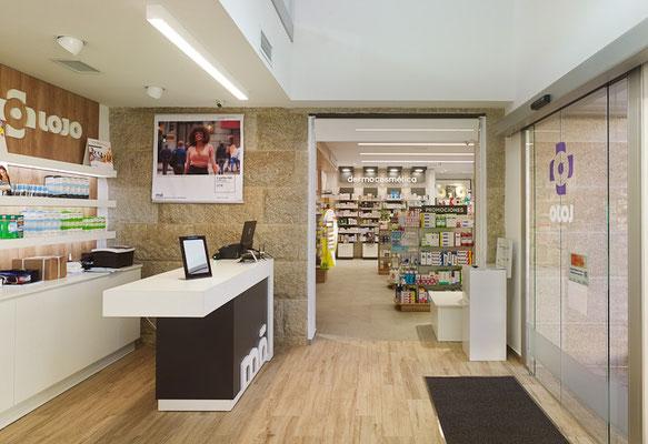 Diseño, proyecto y reforma farmacia optica Lojo  Rianxo - Galicia