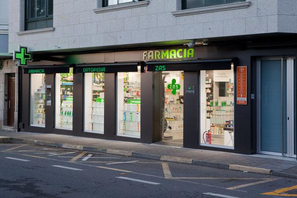 Diseño, proyecto y reforma farmacia Zas - A Coruña Galicia